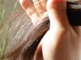 育毛中、くせ毛が直毛になってきました。 ボリュームが減ったように感じます。